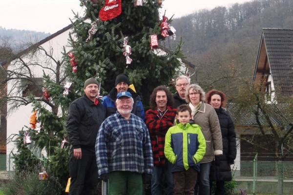 Weihnachtsbaum am Brücker Kreisverkehr aufgestellt